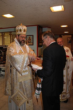 Parish President Geary Foltman welcomes His Grace, Bishop Gregory